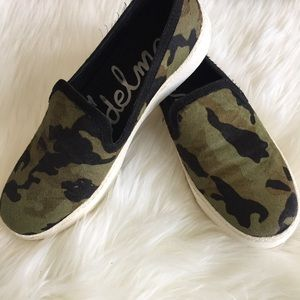 🌴SZ 8 Sam Edelman 🌴 Camouflage Pull On Sneakers